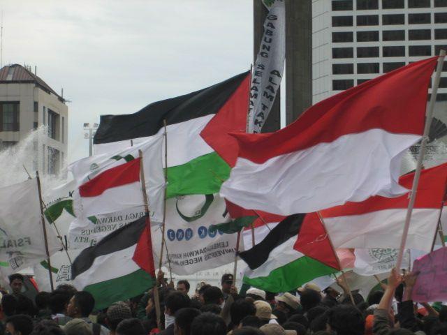 Bendera Palestina dan Indonesia. Sumber Foto: ASPAC (Asia Pacific For Palestine)