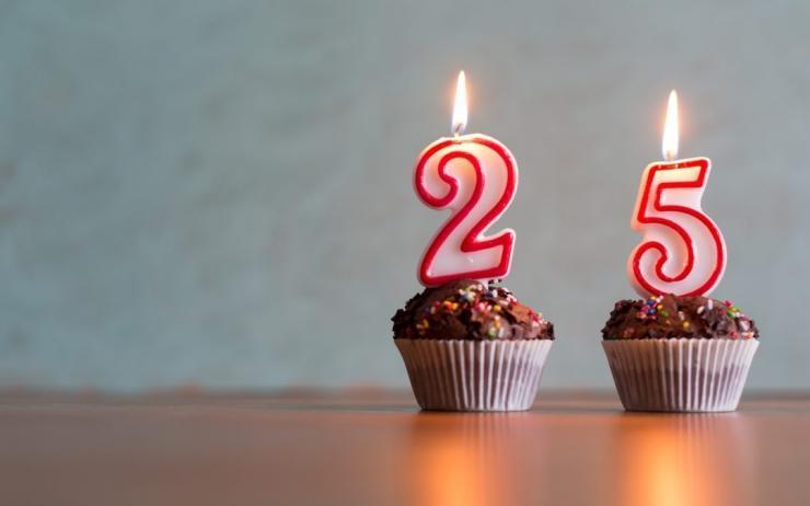 Ilustrasi lilin ulang tahun ke-25: depositphotos/Myvisuals