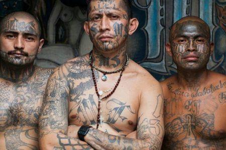 Beberapa anggota geng Mara Salvatrucha (MS-13)