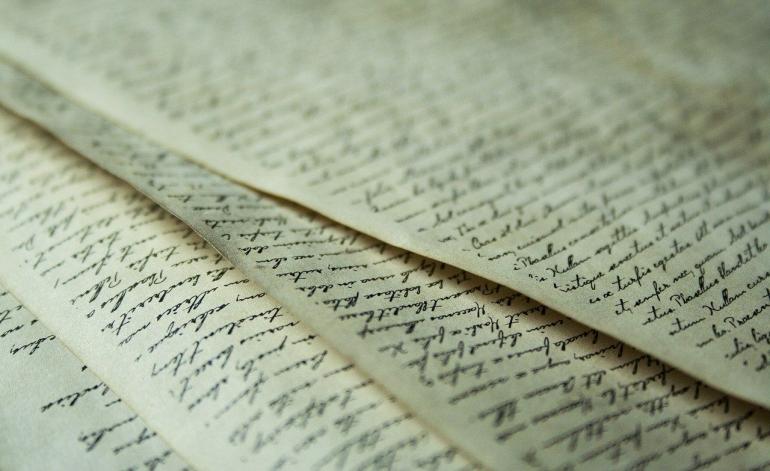 ilustrasi kertas-kertas berisi tulisan | photo by nile from pixabay