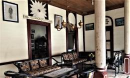 Ruang tamu rumah peninggalan M. Saleh saat saya dan isteri berkunjung pada 30 Desember 2020. Foto Yarsinelia Yunus