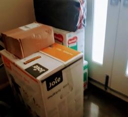 Dokumentasi pribadi /barang kiriman di geletakkan didepan pintu rumah