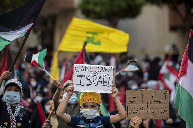 Arak-arakan klaim kemenangan Palestina atas Israel. Sumber: AP Photo/Hassan Ammar melalui Kompas.com