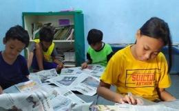 Ilustrasi anak-anak sedang membaca koran. Foto: Nurul Fitria via Tribunnews.com
