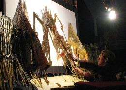 Pertunjukkan wayang kulit yang telah diakui UNESCO sebagai warisan dunia. Sumber gambar: Gunawan Kartapranata