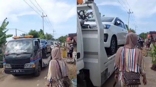 Warga Desa Sumurgeneng, Tuban, memborong mobil (Gambar tangkapan layar: TikTok/ rizkii.02/ liputan6.com).
