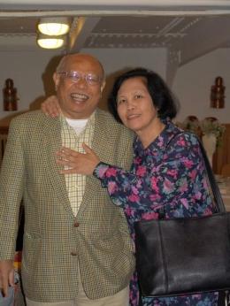 Batara Simatupang dengan istri terkasih, Sekartini Markiahtoen (sumber: Facebook Togi Simatupang)
