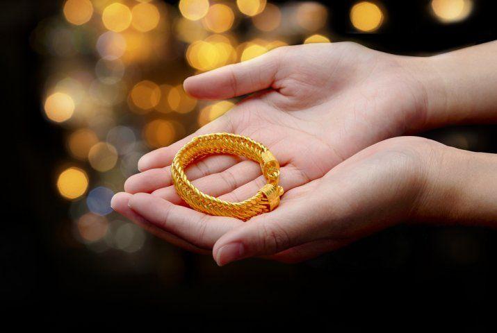 Ilustrasi perhiasan gelang emas (Shutterstock)