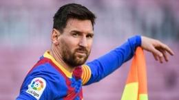 Sergio Aguero dan Luis Suares adalah sahabat terbaik Messi. Aguero dikenalnya di timnas Argentina, sementara Suarez dekat ketika mereka bermain bersama di Barcelona. Sumber foto: Getty Images via Goal.com
