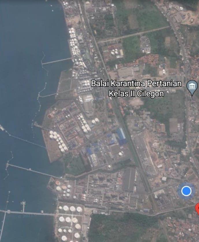 Lingkungan pabrik dan Posisi Rumah ada di Lingkaran Biru (foto ; tangkap layar Google Earth)