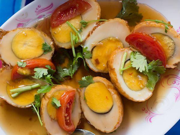 Khai Luk Khoei, Makanan yang Menyimpan Harapan dan Ancaman dari Mertua (tasteatlas.com)