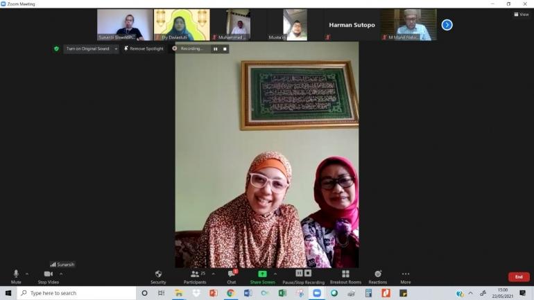 Ibu Sunarsih dan putri beliau pengelola Homeschooling, Tampilan zoom (dokpri)