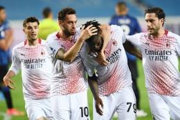 Pemain AC Milan merayakan gol ke gawang Atalanta. (via sempremilan.com)