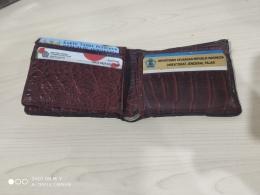 Kondisi dompet saya, lumayan banyak kartunya. Sumber: dokpri