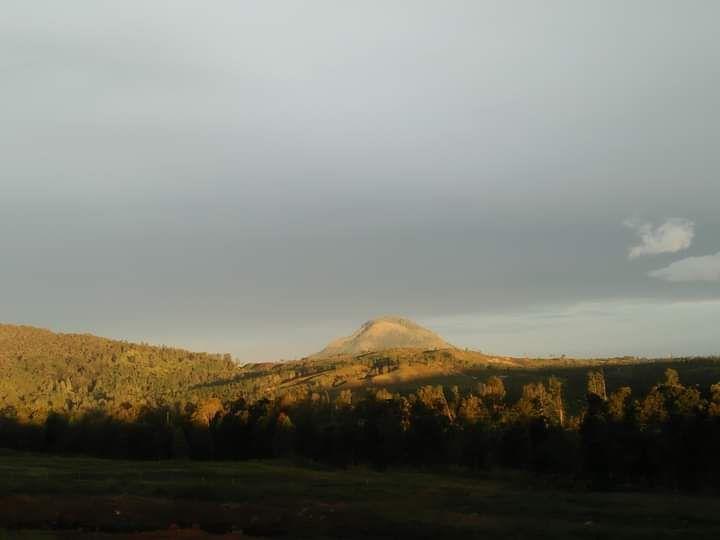 Puncak Gunung Sipiso-piso dari Kacinambun Highland (Dokpri)