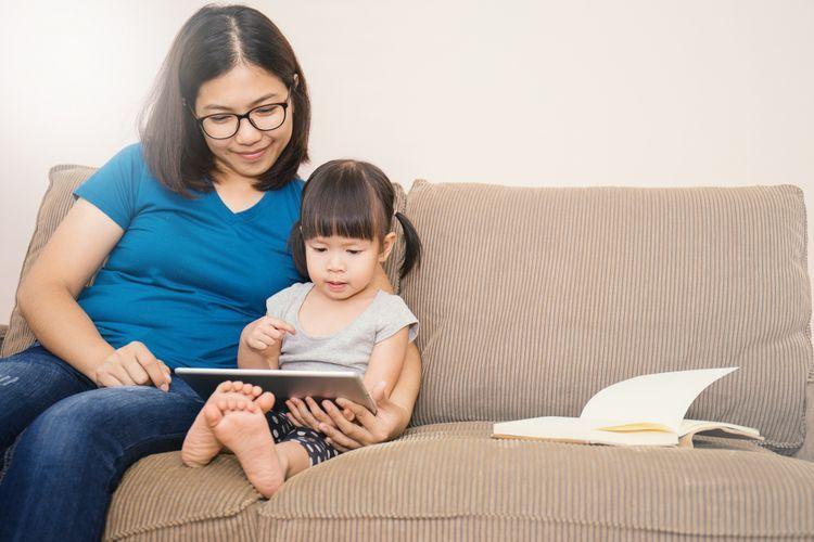 Tidak Semua Orang Tua Dapat Membersamai Anak Ketika PJJ, Sehingga Tak Sedikit yang Mendukung untuk Segera Dilaksanakan PTM - Sumber:Thinkstockphotos via kompas.com