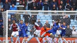 Suasana pertandingan terakhir Liga Utama Inggris antara Aston Villa vs Chelsea (sumber : tribunnews.com)