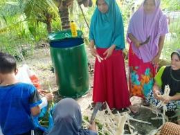 Memberikan sosialisasi/edukasi kepada warga bagaimana mengolah sampah makanan menjadi sumber daya bernilai (foto dok pri).