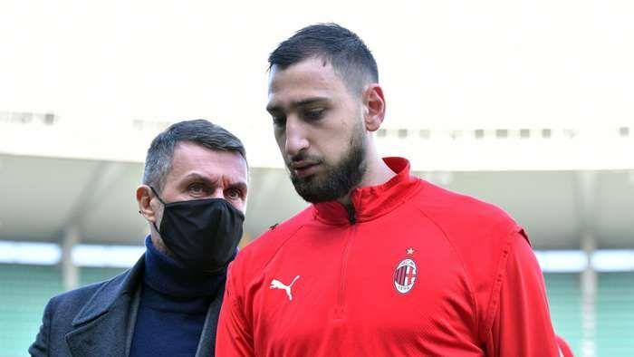 Gianluigi Donnarumma, kiper AC Milan yang berstatuskan bebas transfer pada bulan Juni mendatang. Sampai saat ini belum ada kesepakatan yang jelas antara Milan dengan kubu Donnarumma. Sumber foto: Getty Images via Goal.com