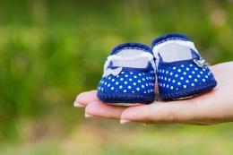 Ilustrasi sepatu bayi (sumber gambar: pixabay.com)