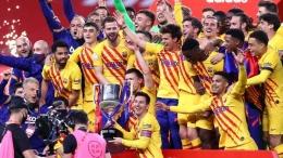 Para pemain Barcelona merayakan juara Copa del Rey (18/4/21). Trofi Copa del Rey adalah satu-satunya gelar yang diraih Barca pada musim 2020/21 ini. Sumber foto: Getty Images via Goal.com