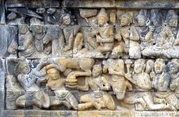Relief Lalitavistara di Candi Borobudur yang mengisahkan kepergian Pangeran Siddhartha dari istana. Sumber gambar: Michael Gunther/wikimedia.org