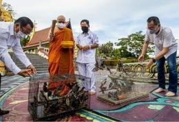 Ritual Pelepasan Satwa atau Fangsen di Mahavihara Buddha Manggala Balikpapan   Sumber Instagram Buddha Manggala