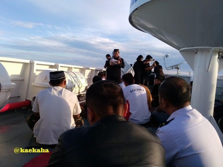 Setengah Sadar Mendengarkan Khutbah di Atas Kapal   @kaekaha
