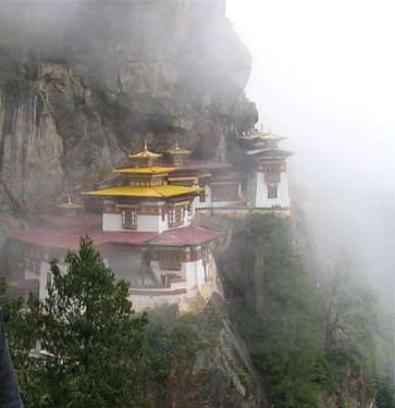 Biara Takstang Bhutan (sumber: uploaded by Michael Reeve via Wikipedia.org)