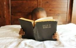 Sejak kecil membaca Alkitab dalam bahasa Inggris (ilustrasi Pixabay)