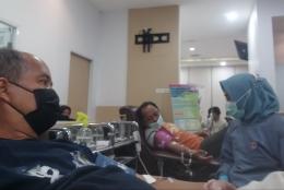 Saat sedang melakukan donor darah-dokpri