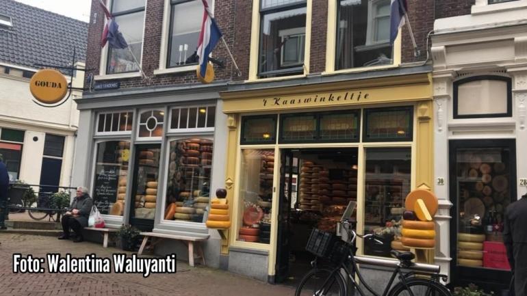 Kedai keju di kota Gouda (Sumber: Dokumentasi pribadi)