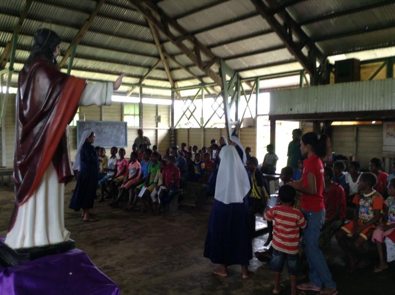 Kegiatan bina iman di Gereja stasi Roh Kudus Bayun (Foto: Pribadi)