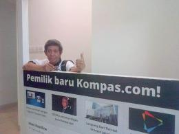 Narsis di kantor redaksi Kompasiana, Kompas Grup, suatu hari (foto dok Nur Terbit)