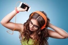 Ilustrasi, Lagu Menjadi Salah Satu Media Belajar Bahas Inggris Secara Otodidak yang Efektif - Sumber : lifestyle.kompas.com