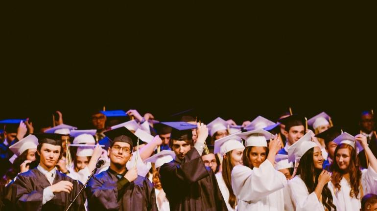 Summa, magna, dan cum laude adalah predikat yang diberikan ketika lulus. Bagaimana dampak kedepan bagi karir seseorang? (StockSnap/Pixabay)