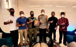 Team liputan Covid-19. Dari kiri ke kanan: Didik Wiratno, Budi Tanjung, Mada Mahfud, Kapolda SumSel, Isson Khairul, dan Erwin Hadi. Foto: dokumentasi isson