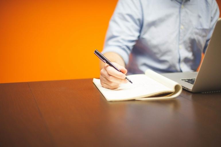 Mengolah rasa hanyalah satu dari banyak fondasi ketika menulis | Ilustrasi oleh Startup Stock Photos via Pixabay