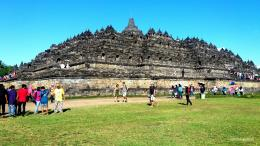 Candi Borobudur di siang hari (Dokumentasi pribadi)