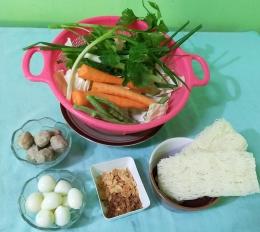 Bahan untuk sup bihun aneka sayuran   Foto: Siti Nazarotin