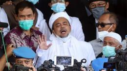 Habib Rizieq Shihab saat mendatangi Polda Metro Jaya, Jakarta Selatan, Sabtu (12/12/2020).Tribunnews.com/Jeprima