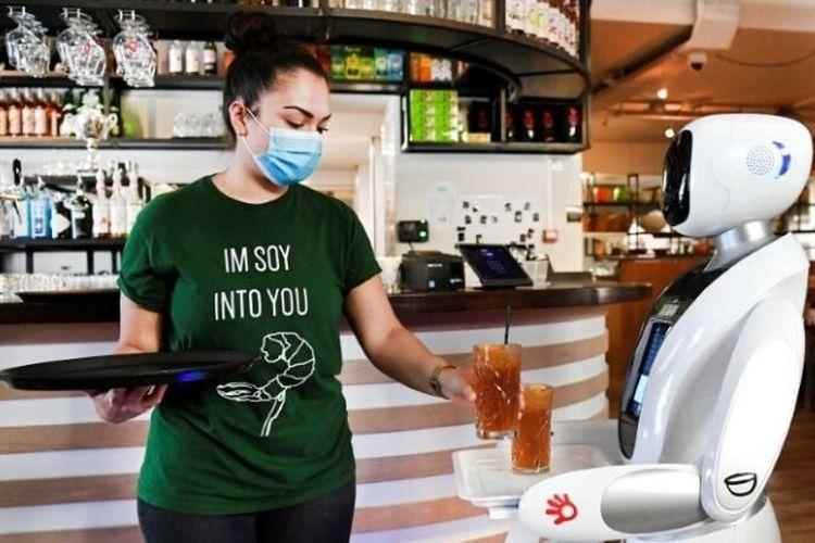 Robot pramusaji di Restoran Dadawan, Belanda. (Dok. REUTERS/Piroschka van de Wouw)