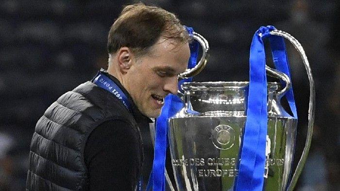 Thomas Tuchel dan trofi Liga Champions (sport.detik.com)