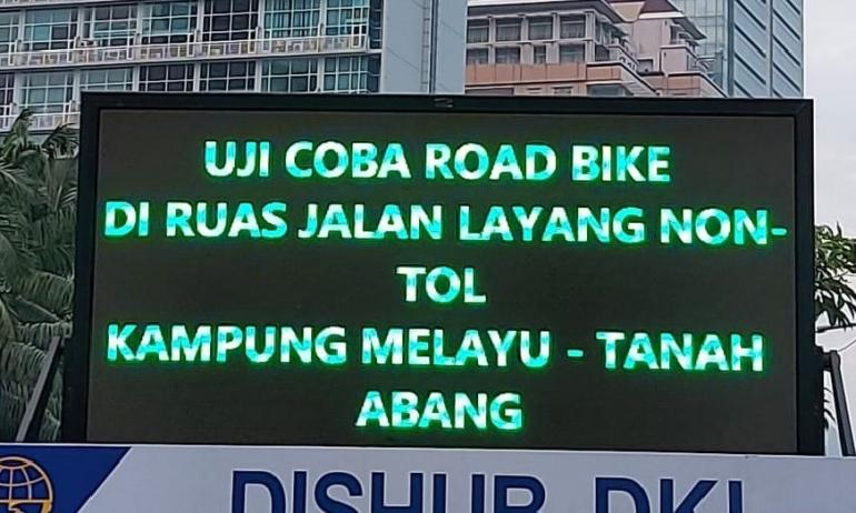 Uji coba road bike di JLNT Kp Melayu-Tanah Abang, Jakarta, Minggu 20 Mei 2021. (Foto: Twitter/TMCPoldaMetro)