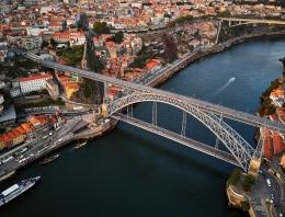 Jembatan Luis I - Porto   Sumber: Deensel / wikimedia