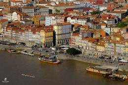 Reibeira Square- Porto (tengah)   Sumber: koleksi pribadi