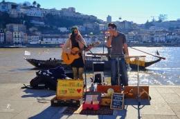 Pemusik jalanan di Ribeira - Porto   Sumber: koleksi pribadi