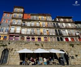 Rumah susun penuh warna di kawasan kota tua Porto   Sumber: koleksi pribadi