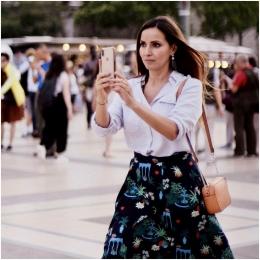 Ada orang yang suka selfie? Biarin aja! Sumber: Pexels/Dominique Roellinger