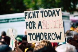 Ilustrasi perjuangan politik anak muda (Pexels)